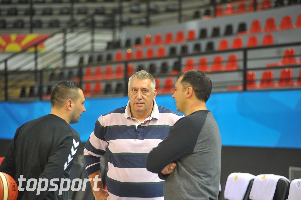 Бидејќи ја предводеше Македонија  Давитков доби отказ во клубот