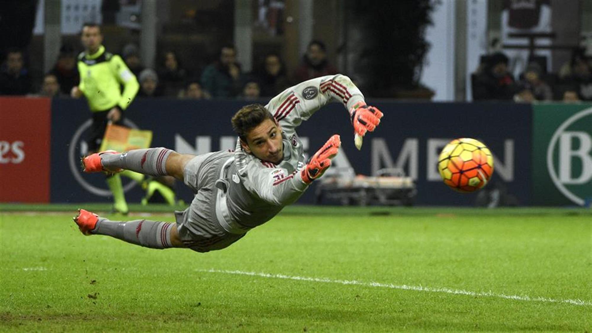 Милан бара наследник на Донарума  во игра четири имиња