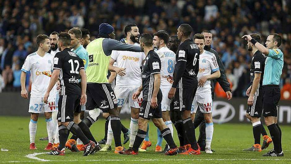 Фудбалери се степаа по дербито во Марсеј